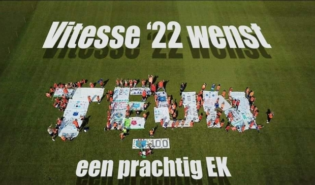 """<p pstyle=""""PLAT"""">Leden van Vitesse &rsquo;22 wensen Teun Koopmeiners veel succes en plezier tijdens het EK!</p>"""