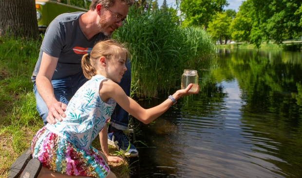 <p>Meet de waterkwaliteit in jouw buurt voor onderzoek.</p>