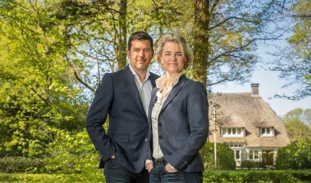 <p>Pascal van Aalst en Tineke Dapper van Duynstreek Makelaars.</p>
