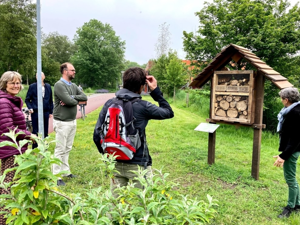 Een kijkje bij het insectenhotel. (Foto: aangeleverd) © rodi
