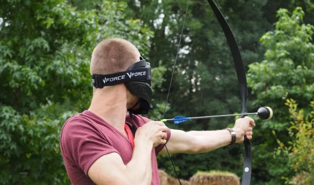 <p>Jongeren vermaken zich in de zomervakantie met o.a. het spel Archery Tag.</p>