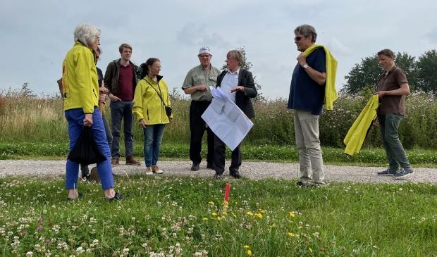 <p>De locaties voor de windmolens van het Vlaardings Energie Collectief (VEC) en de Windvogel zijn nu bij het Oeverbos uitgezet. </p>