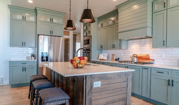 <p>Een keukeneiland past in elk huis!</p>