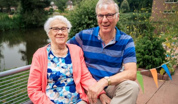 <p>Gerard Disselsdorp met zijn moeder.</p>