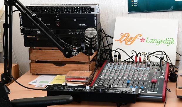 <p>Op zaterdag 31 juli start er een nieuw programma op internetradiostation VisualFM: Effies Beurze. </p>