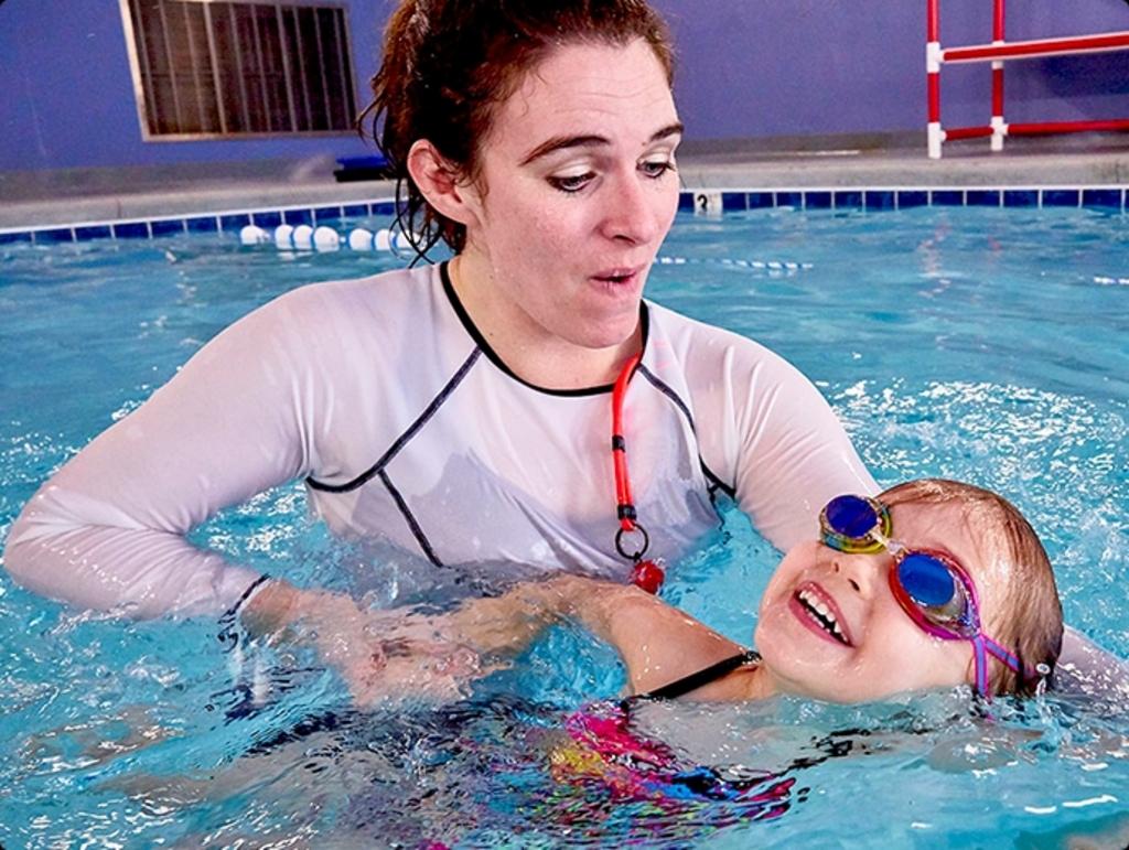 Zwemles, je kunt er niet vroeg genoeg mee beginnen. (Foto: aangeleverd) © rodi