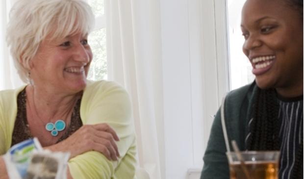 <p>Mantelzorgers leren de balans te vinden tussen zorgen voor hun naaste en zorgen voor zichzelf. </p>