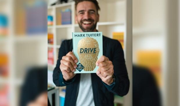 <p>Mark Tuitert is zaterdag te gast in Roelofarendsveen.&nbsp;</p>