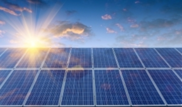 <p>Provincie Noord-Holland wil meer scholen aan zonne-energie helpen, samen met stichting Schooldakrevolutie.</p>