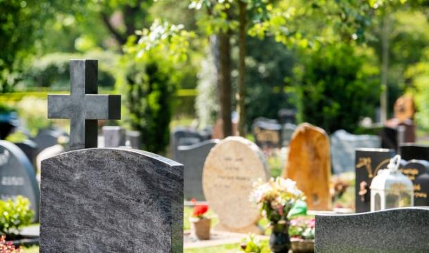 <p>In de gemeente Zaanstad kost een begrafenis dit jaar gemiddeld 5274,99 euro. </p>