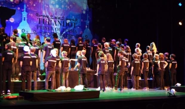 leerlingen groep 8 BS Kronenburgh met opera Turandot