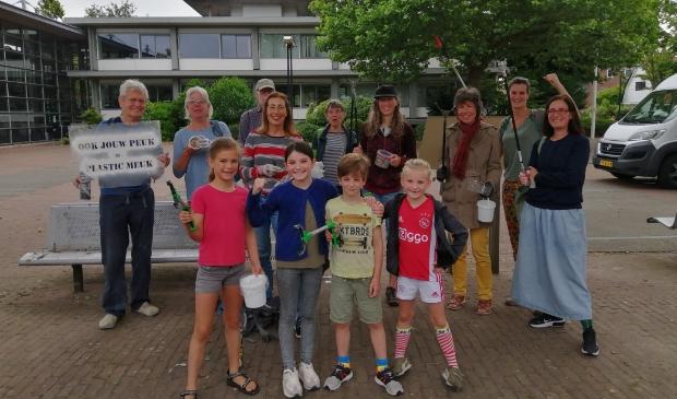 <p>De Landsmeerse delegatie, klaar om op pad te gaan.</p>