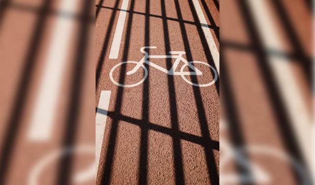 <p>&nbsp;De fietsoversteekplaatsen op de rijbaan worden aangepakt en rood gemaakt.&nbsp;</p>