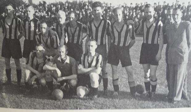 <p>Een historische foto van een van de teams.</p>