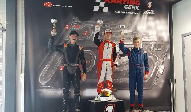 """<p pstyle=""""PLAT"""">Heiloo&euml;r karter Lucas Koppes kan zijn geluk niet op. Eerste podiumplaats op een buitenbaan is een feit</p>"""