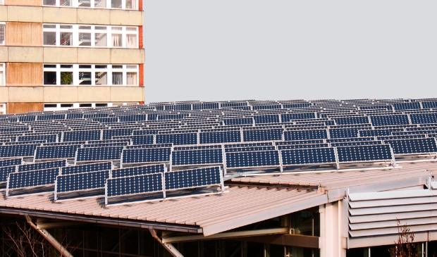 <p>De provincie Noord-Holland wil zon op parkeerplaatsen subsidi&euml;ren.</p>