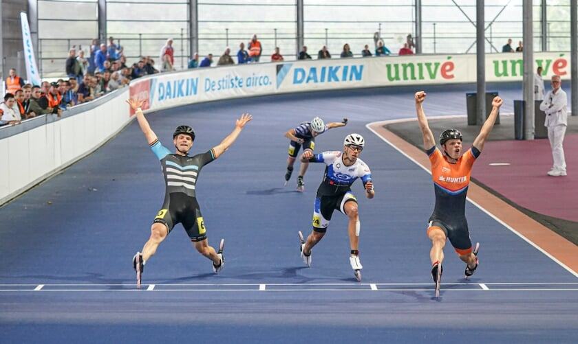 <p>Rick Schipper komt als winnaar over de streep van de 2e &nbsp;500m. tijdens de NK 2020.</p>