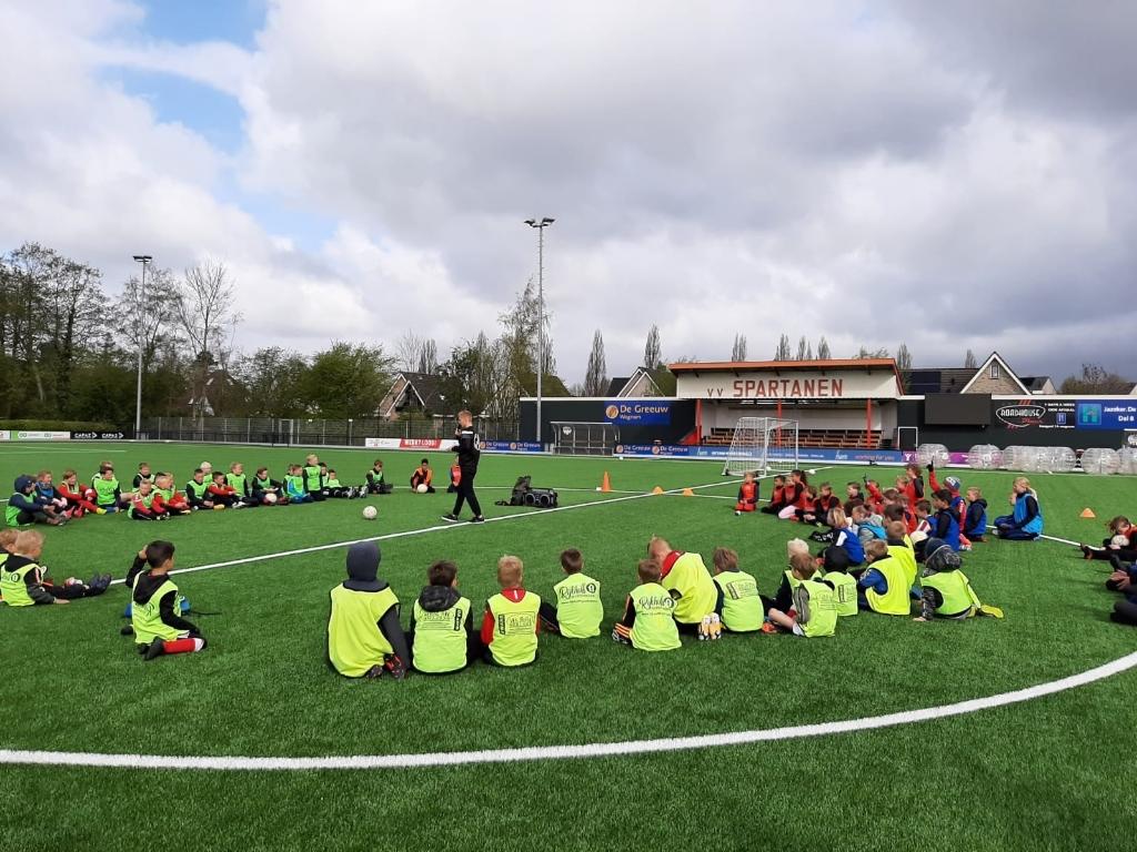 Leuk om samen met andere jongeren te sporten. (Foto: gemeente Medemblik) © rodi