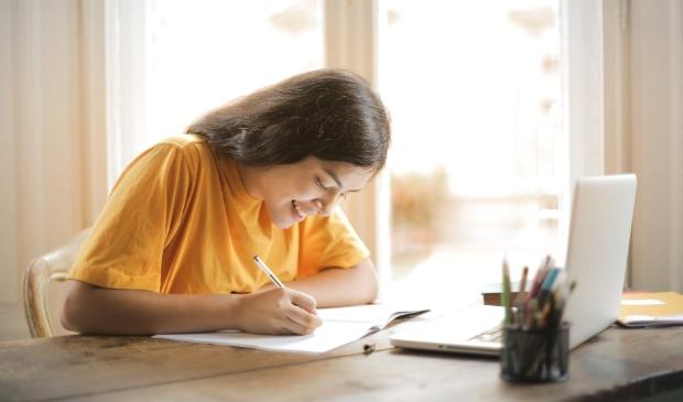 <p>Ga je na de zomer voor het eerst voltijd studeren? Vraag een beurs aan.</p>