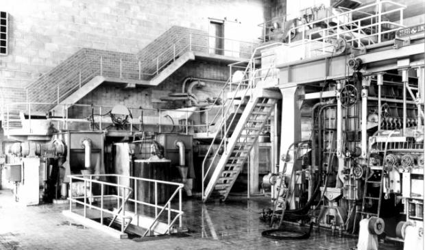 <p>Oplevering van de nieuwe papiermachine PM 11 in 1952. </p>