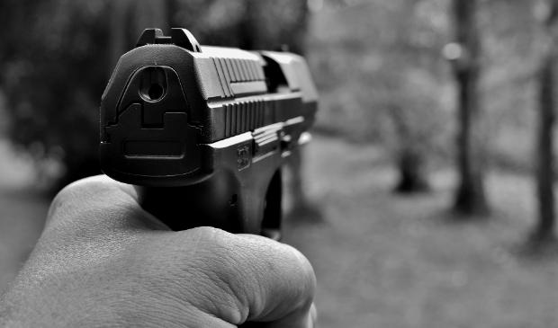 <p>De gemeente Amsterdam maak zich zorgen over incidenten met wapens waar jongeren bij betrokken zijn.</p>
