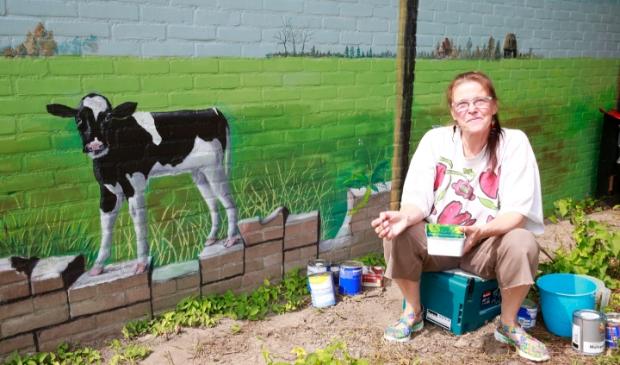 <p>Kunstenares Marin de Wit heeft afgelopen dinsdag de laatste verfstreken op de muur gezet.</p>