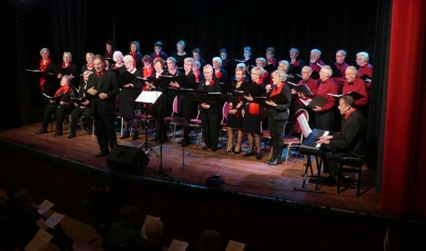 <p>Het koor tijdens een uitvoering.</p>