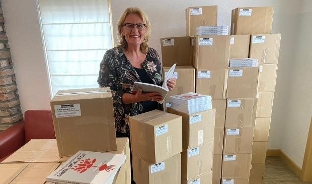 <p>Onlangs nam Yolanda van Dongen de tweede druk van haar boek, tweeduizend exemplaren, in ontvangst&nbsp;</p>