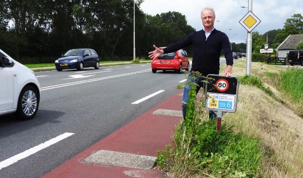 Roel Beems, pleitbezorger van een rotonde op N203, bij de plaats waar deze zou moeten komen.
