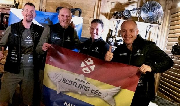 Olaf Hanno (rechts) en zijn makkers Cees-Jan, Gert en Mark moeten nu al voor de derde keer hun Schotse MTB-avontuur uitstellen.