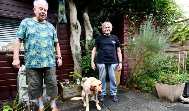 """<p>Theo Hoek (links) en Joop Schouten. """"Wij dragen als Vereniging voor Parapsychologie Zaanstreek – Waterland al 35 jaar ons steentje bij aan bewustwording van zaken die onverklaarbaar lijken.""""</p>"""