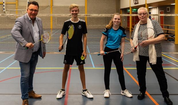 <p>Mario Heggers, Tycho, Julia en Aagje Zeeman bij de offici&euml;le start van Sport&#39;in.</p>