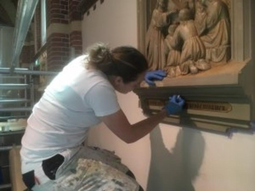 Utrechtse studenten restaureren statie. (Foto: aangeleverd) © rodi