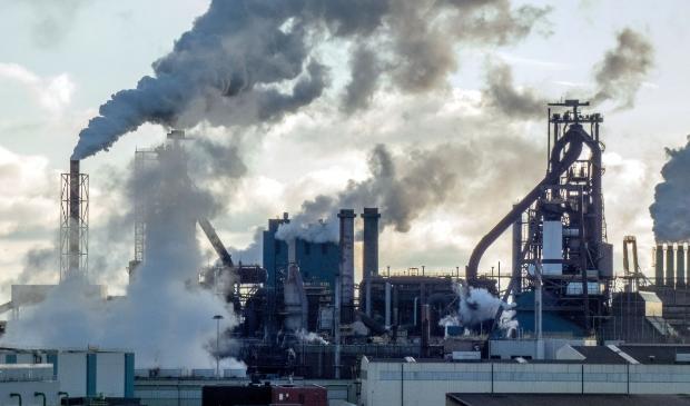 <p>KWF Kankerbestrijding mengt zich ook in de schadelijke stoffen-discussie van Tata Steel .</p>