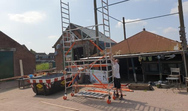 De renovatie van het dak in beeld. (Foto: aangeleverd) © rodi