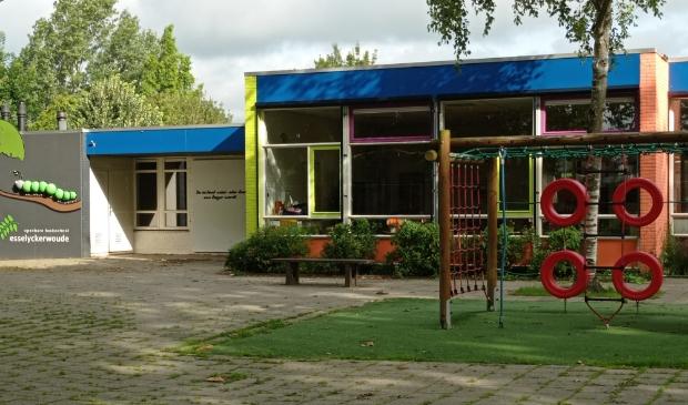 Het gebouw van de Esselyckerwoude wacht op de leerlingen, die binnenkort weer naar school mogen