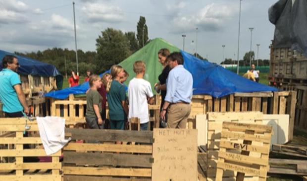 <p>Hutten bouwen in Oostzaan.</p>