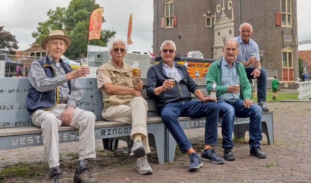<p>Sjef de Wit, Henc Valkema, Jan Bruin, oud-wethouder Hendrik Boland en Ton Gobes (vlnr).</p>