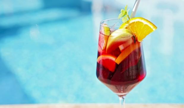 <p>Een heerlijke mix van wijn, fruit en cocktail!</p>