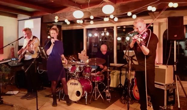 <p>Marije&#39;s band speelt in De Brink.</p>