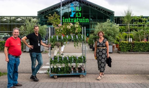 <p>Clemens L&ouml;wensteijn, Gertjan Waterhout en Martienke Oosterbaan van Present Purmerend. </p>