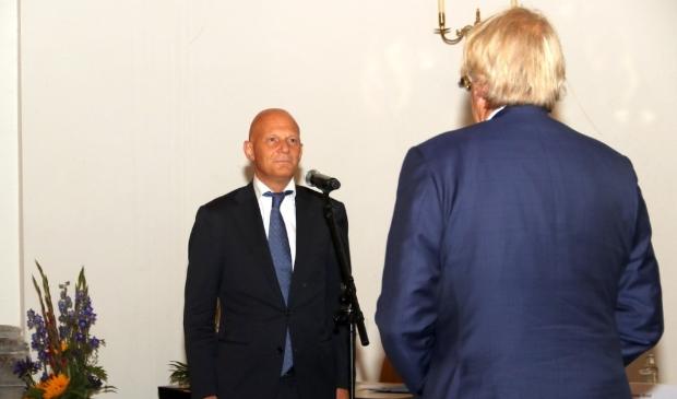 Installatie van burgemeester Wijbenga door commissaris van de Koning Jaap Smit.
