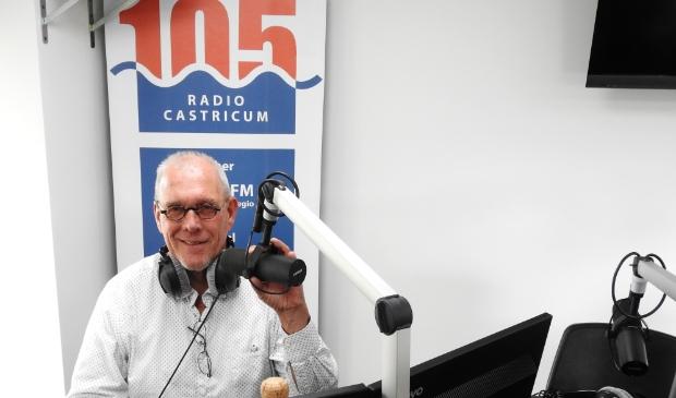 Harry Poel in zijn element achter de microfoon tijdens een sportweekend.