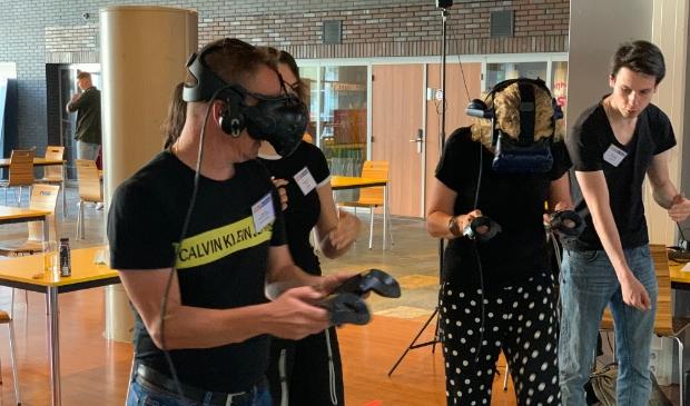 <p>&nbsp;Wijkmanager David Kooi en Lidy Steenwinkel zitten vol in de game </p>