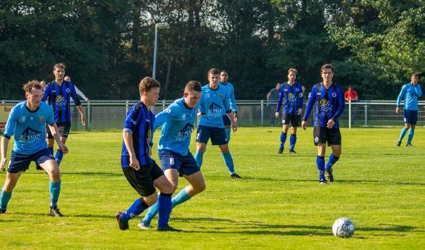 <p>Ook na rust domineerde Vitesse en binnen een kwartier werd de achterstand omgebogen in een 1-2 voorsprong. </p>