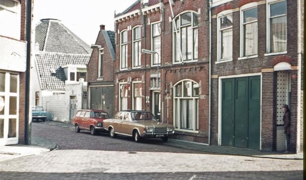 Witte kruis in Breewaterstraat.