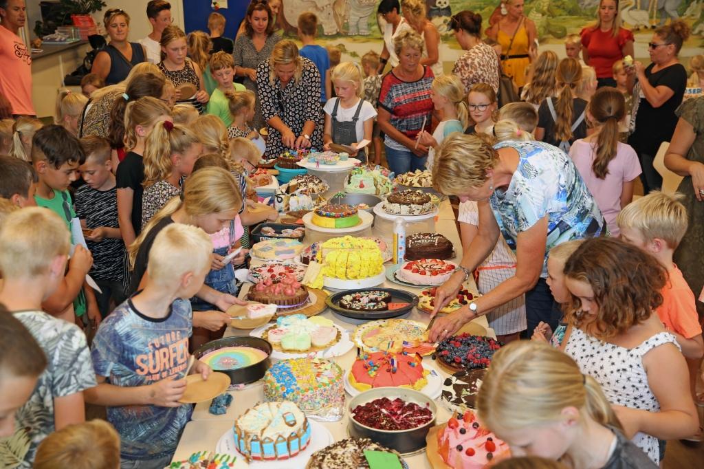 Uiteraard werden alle taarten uitgebreid geproefd. (Foto: Theo Annes) © rodi