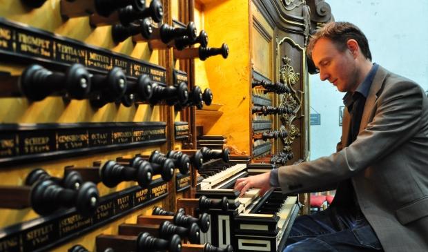 <p>Organist Gerwin van der Plaats, virtuoos op orgel en fenomenaal improvisator.</p>