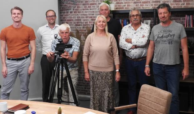 Deel van de redactie en crew in de vernieuwde studio omroep Castricum.