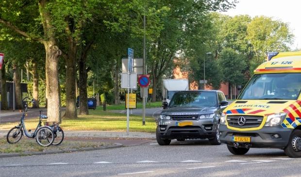 Op het kruispunt Willem de Zwijgerlaan met de Westfrankelandsedijk heeft dinsdagochtend een aanrijding plaatsgevonden tussen een auto en een driewieler`.